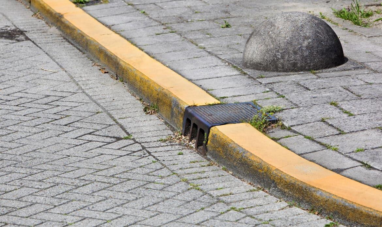 Bodenmarkierung in gelb bedeutet Parkverbot